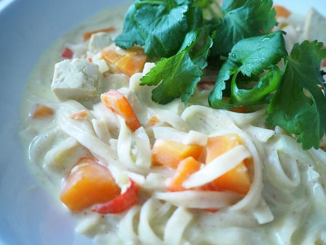 thaikeittoP2147509, thaikeittoP2147498, tulinen thaikeitto, lämmin keitto, kasvis keitto, mausteinen, spicy, warm, asian food, aasialainen ruoka, food, thai food, thairuoka, kasvisruoka, vegetarian food, sitruuna, korianteri, tofu, thai soup, resepti, recipe, ruoka ohje,