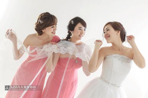 來看看我們在高雄建國國小拍的閨蜜婚紗吧!Kiss九九麗緻婚紗 (3)