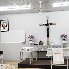 P50 ontem na comunidade Jesus Redentor. Igrejinha pequena, aconchegante e com esse lindo Altar. #Lutheran #church #Worship