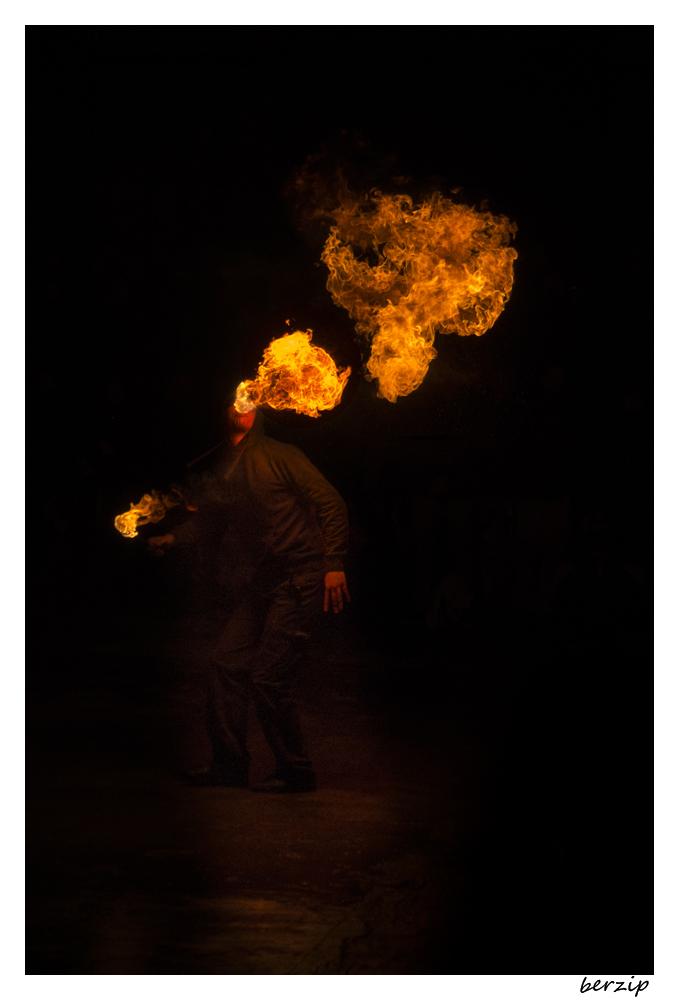 jongleurs et cracheurs de feu 23991249254_6c51d04032_o