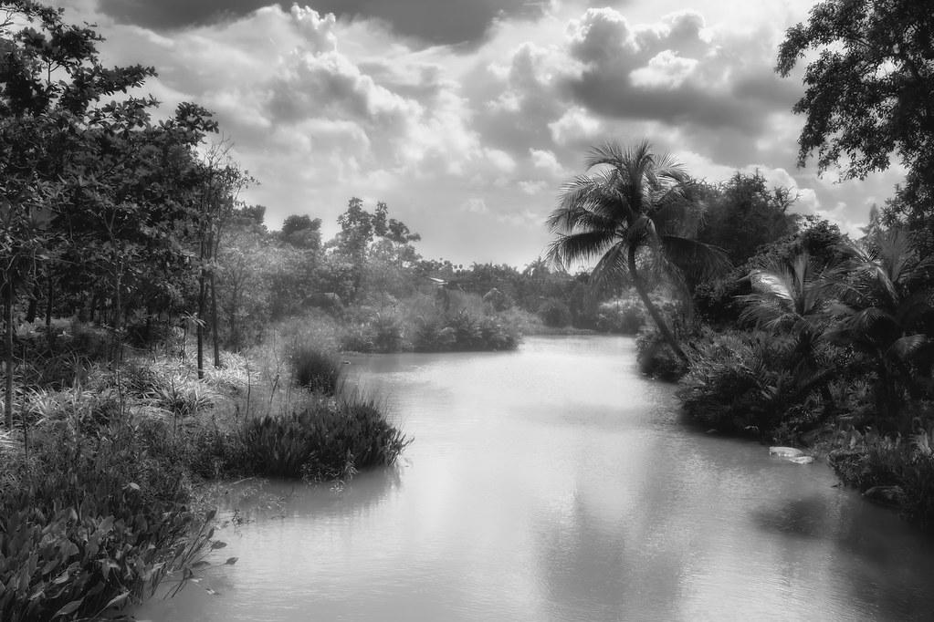 river_redo bw