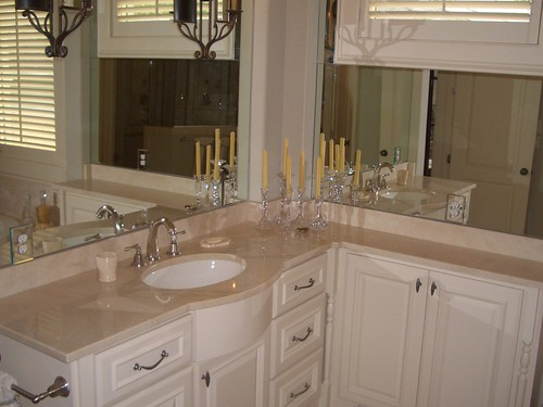 Master Bath Vanity in Crema Marfil