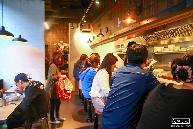 【台北東區美食】鳥人拉麵。美國紐約來的人氣日本拉麵,台北捷運忠孝復興站五號出口。