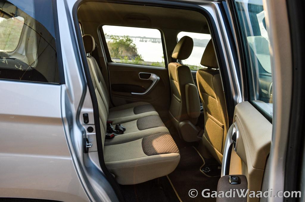 Ford Ecosport vs TUV300-4
