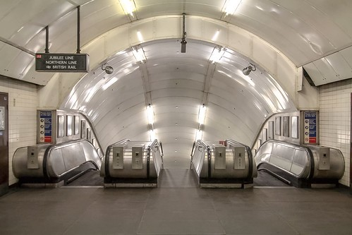 Closed Charing Cross Station Platforms | by DirtyJigsaw