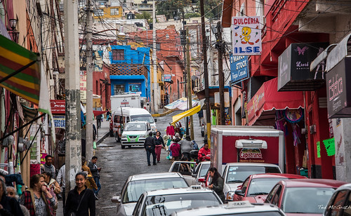 people mexico awning hill streetscene vehicles busy wires cropped capistrano vignetting hilly cityview pachuca 2016 dulceria utilitypoles tedmcgrath pachucadesoto pachucahidalgo tedsphotos peopleandpaths tedsphotosmexico dulcerijailse