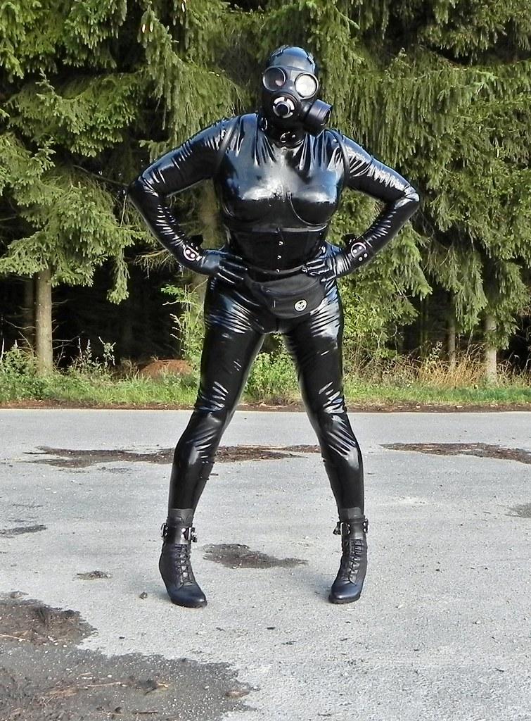 Black latex public gasmask breath paly 3