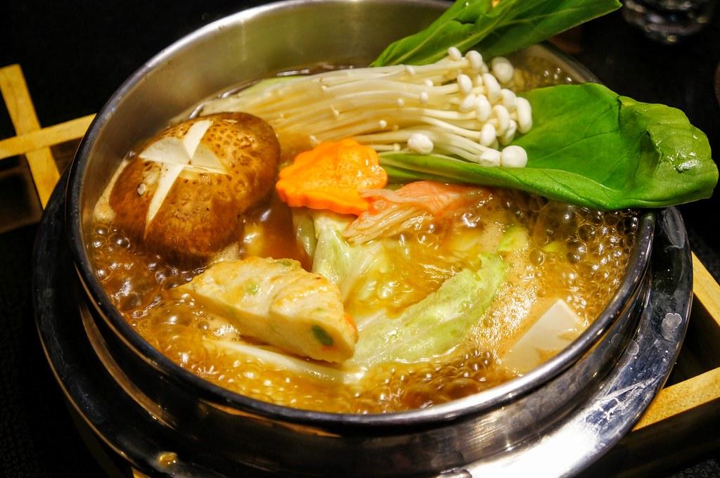 大熱天吃個火鍋最好了!! 湯頭不會太鹹....