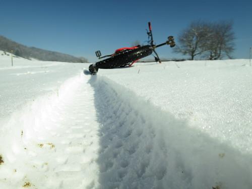 breiteSpuren im Schnee