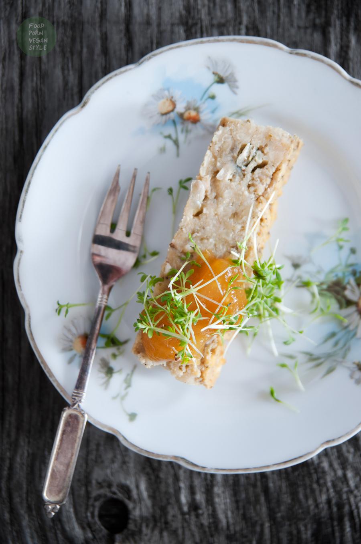 Simple vegan roast with yellow split peas and millet