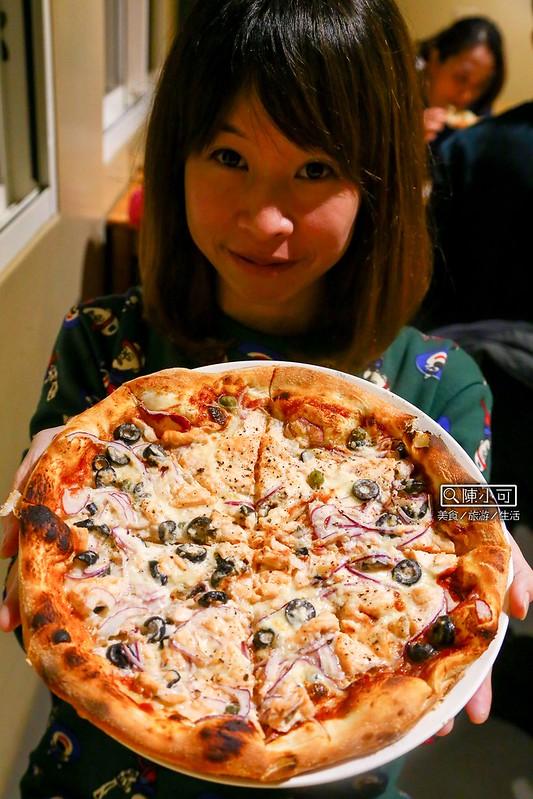 【宜蘭美食】TAVOLA pizzeria,隱身在縣政中心後方的美食餐廳!手工披薩/鄉村彩虹沙拉/義大利麵