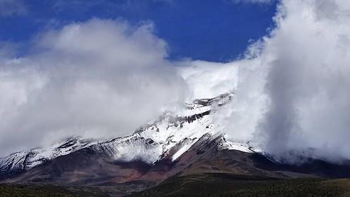 Volcán Chimborazo, vía Guaranda-Latacunga. #Chimborazo #Volcano #Ecuador #Drone #Dji #Phantom #P3S #Sony #Sky #Sun #Loveit #photography #AllYouNeedIsEcuador #GroundPilots #DroneGear #QuadCopter #Instadrone #Flight #Vacation #DroneLife #Aerial #Nature #Lan
