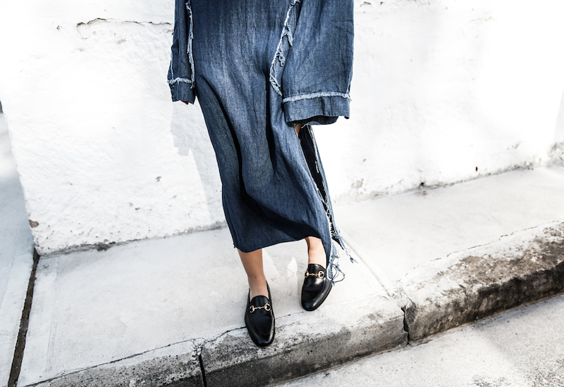 denim dress styling ideas gucci horsebit loafers fashion blogger modern legacy ootd (9 of 10)