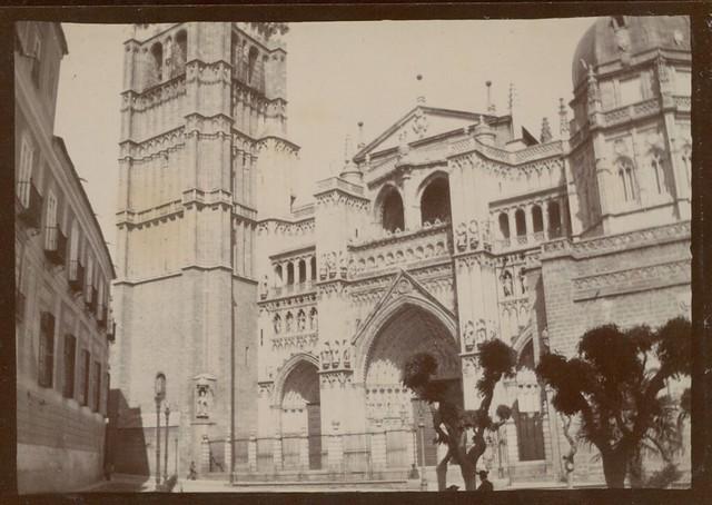 Plaza del Ayuntamiento y Catedral deToledo hacia 1909