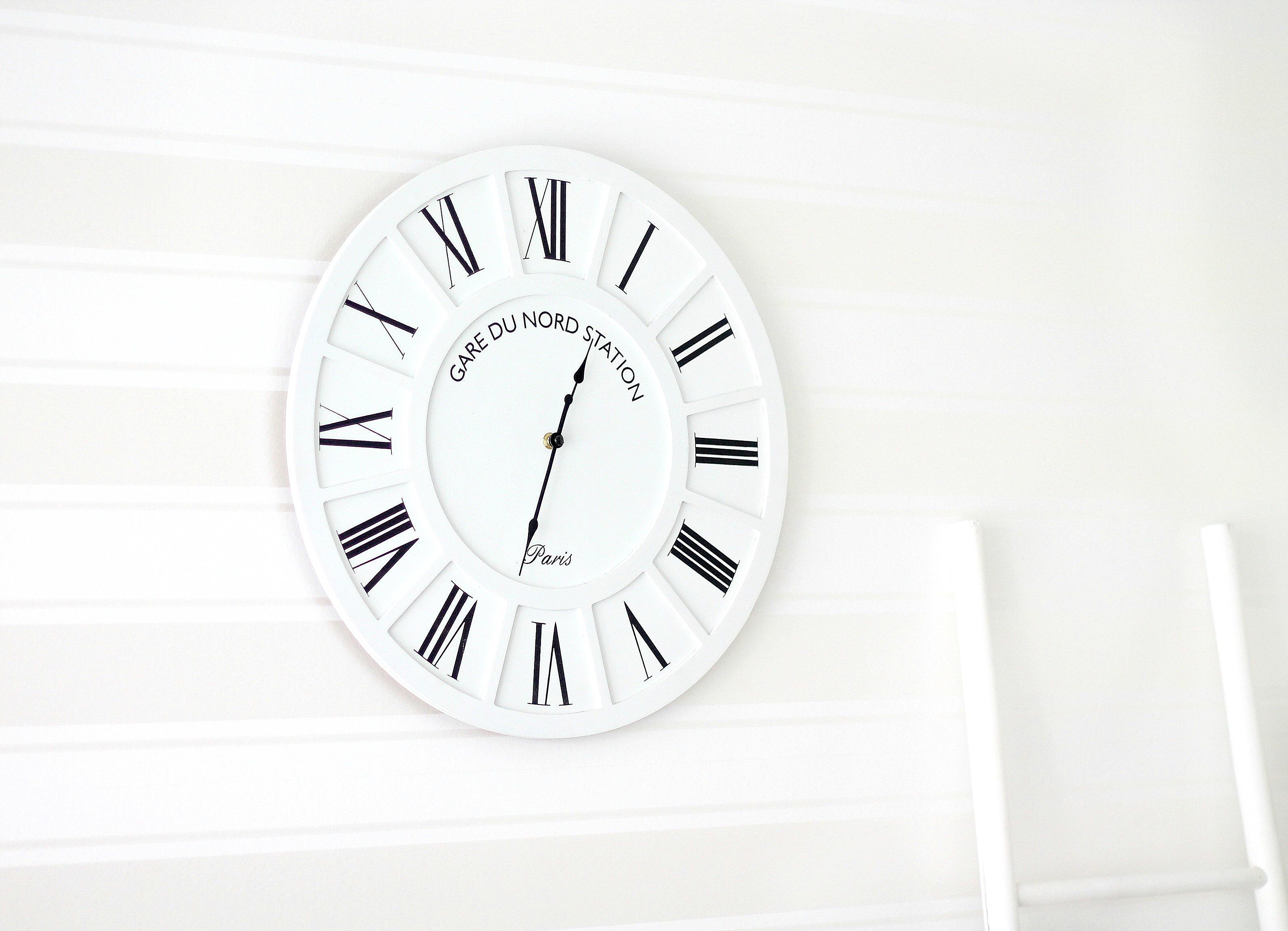 mustavalkoinen kello