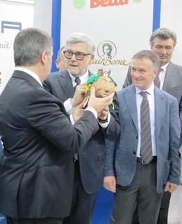 Francesco Pugliese riceve il fischietto il terracotta