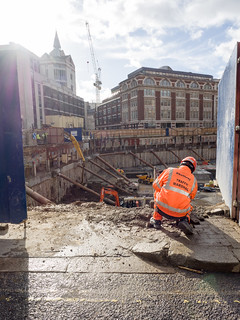 Εικόνα από Royal Courts of Justice. london buildingsite royalcourtsofjustice keltbray trafficmarshal
