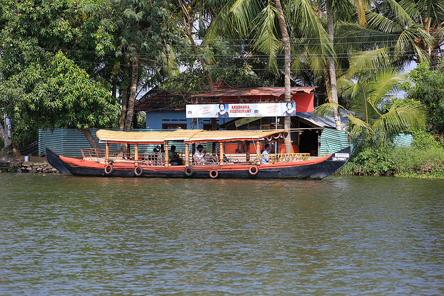 1604India-Boating19