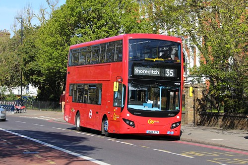 London Central MHV5 on Route 35, Clapham Common