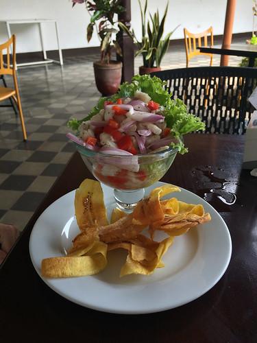 Grenada: une ceviche de poisson, mais avec des oignons et poivrons à la place des tomates et coriandre du Guatemala