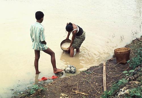बढ़ते शहरीकरण का बोझ भी जल संसाधनों पर प्रतिकूल प्रभाव डाल रहा है