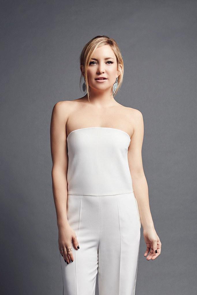 Кейт Хадсон — Фотосессия на «People's Choice Awards» 2016 – 2
