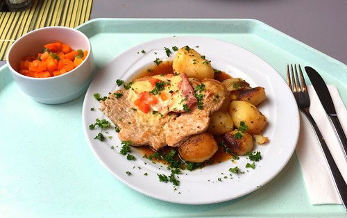 "Pork steak gratin with tomatoes, ham & chesse and roast potatoes / Schweinesteak ""Tessin"" mit Röstkartoffeln"