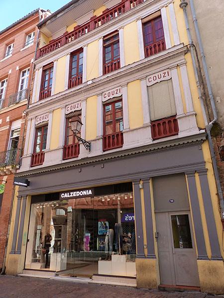 façade rouge et jaune