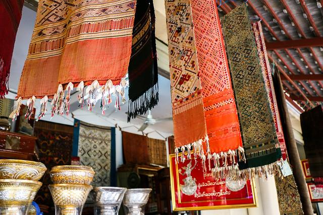 At a souvenir shop, Luang Prabang, Laos ルアンパバーン、バザールの民芸品店