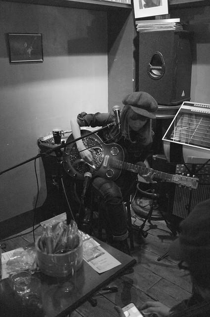 CHIHANA Rory Gallagher tribute live at Aratetsu Underground Lounge, Tokyo, 05 Mar 2016. -1040005-BW