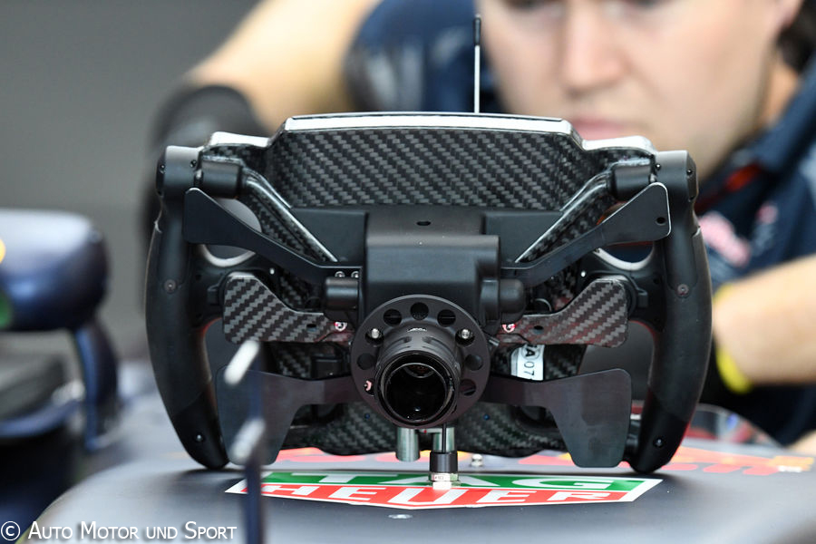 rb12-steering-wheel