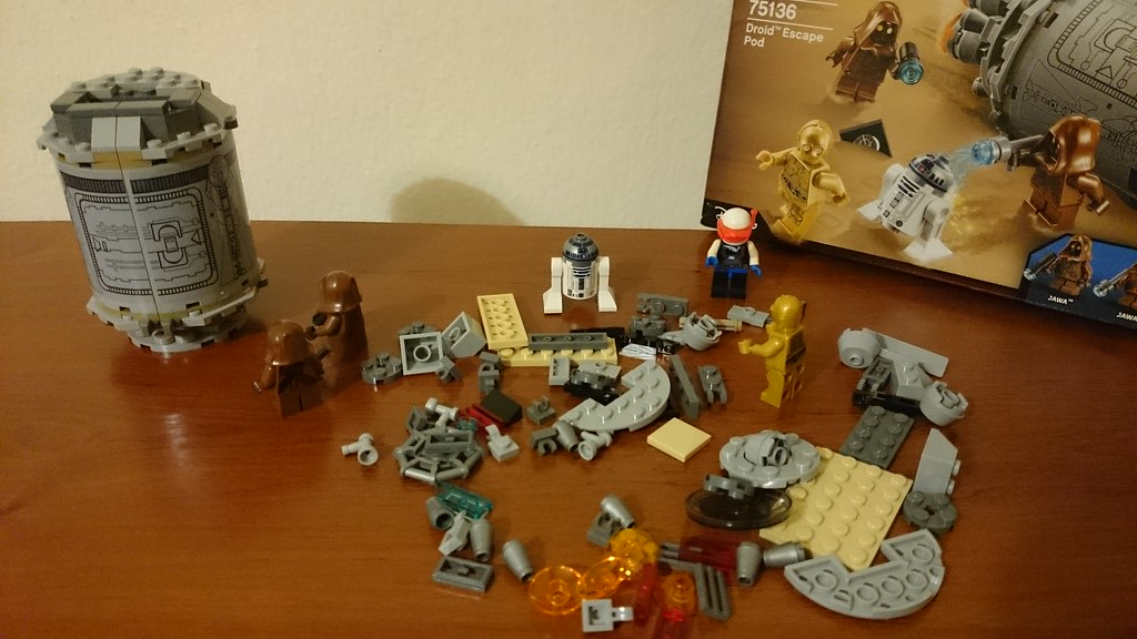 ThebrickReview: LEGO 75136 - (Star Wars) Droid Escape Pod (Pic Heavy!) 25791094802_58c4a74634_b