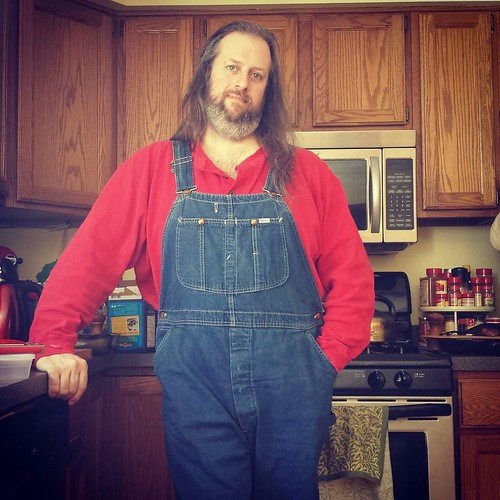 Red and blue: classic combo! (Waiting for my grilled cheese sandwich to heat. Also, I read a fascinating article yesterday that suggests that humans might NOT have been able to perceive the color blue until fairle recently. Science! #overalls #vintage #Le
