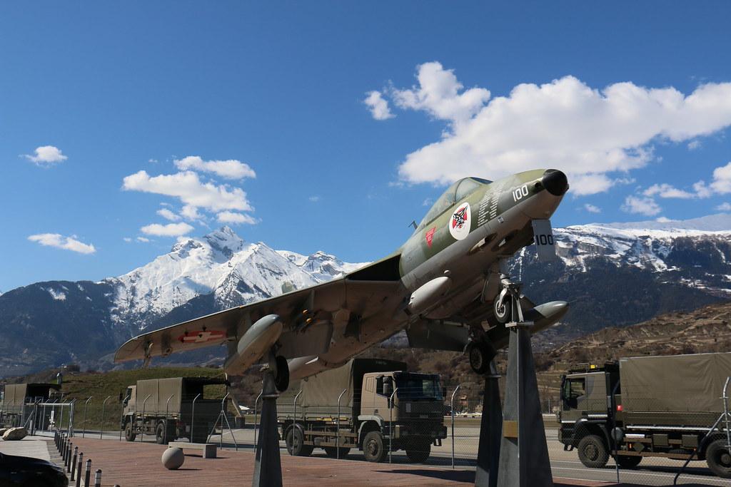 Aéroport - base aérienne de Sion (Suisse) 26013253715_9156fb54b8_b