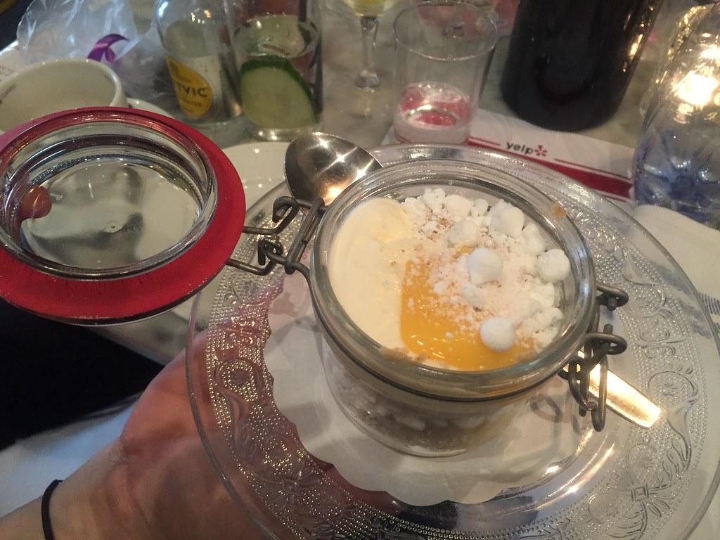Lemoncurd med grädde och maränger - brunch