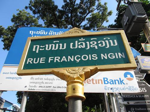 A Vientiane, les rues sont traduites non pas en anglais mais en Français