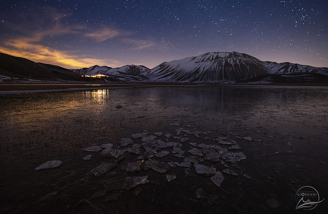 A beautiful night between stars, cold and ice