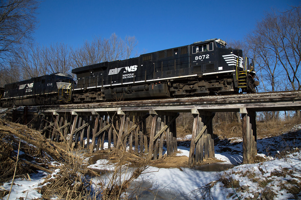 NS 8072 on the Trestle