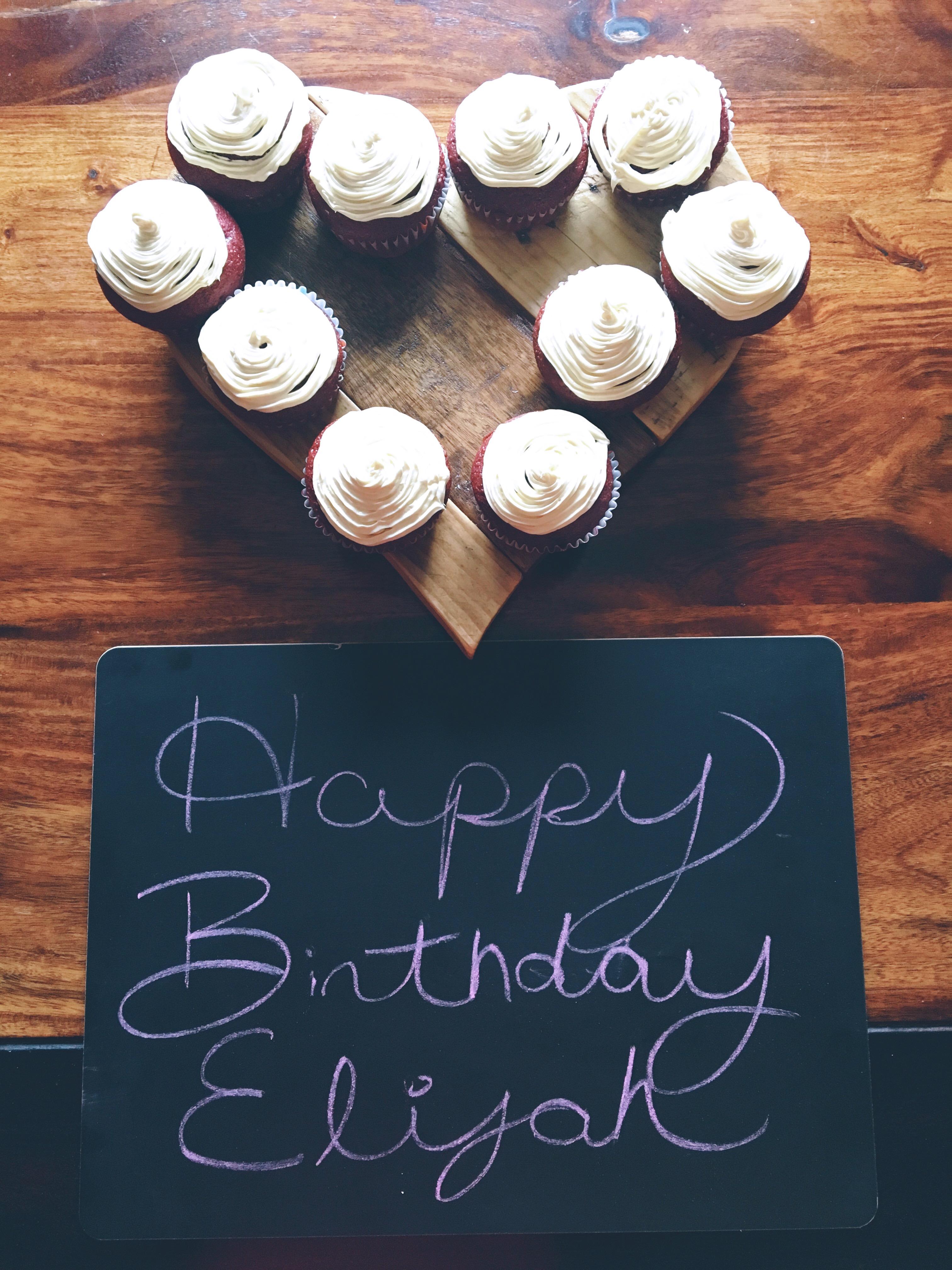 eiljah bday cupcakes