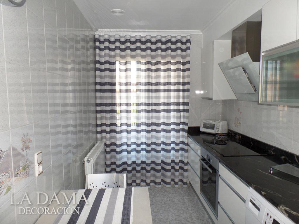 cortina de onda perfecta en cocina moderna