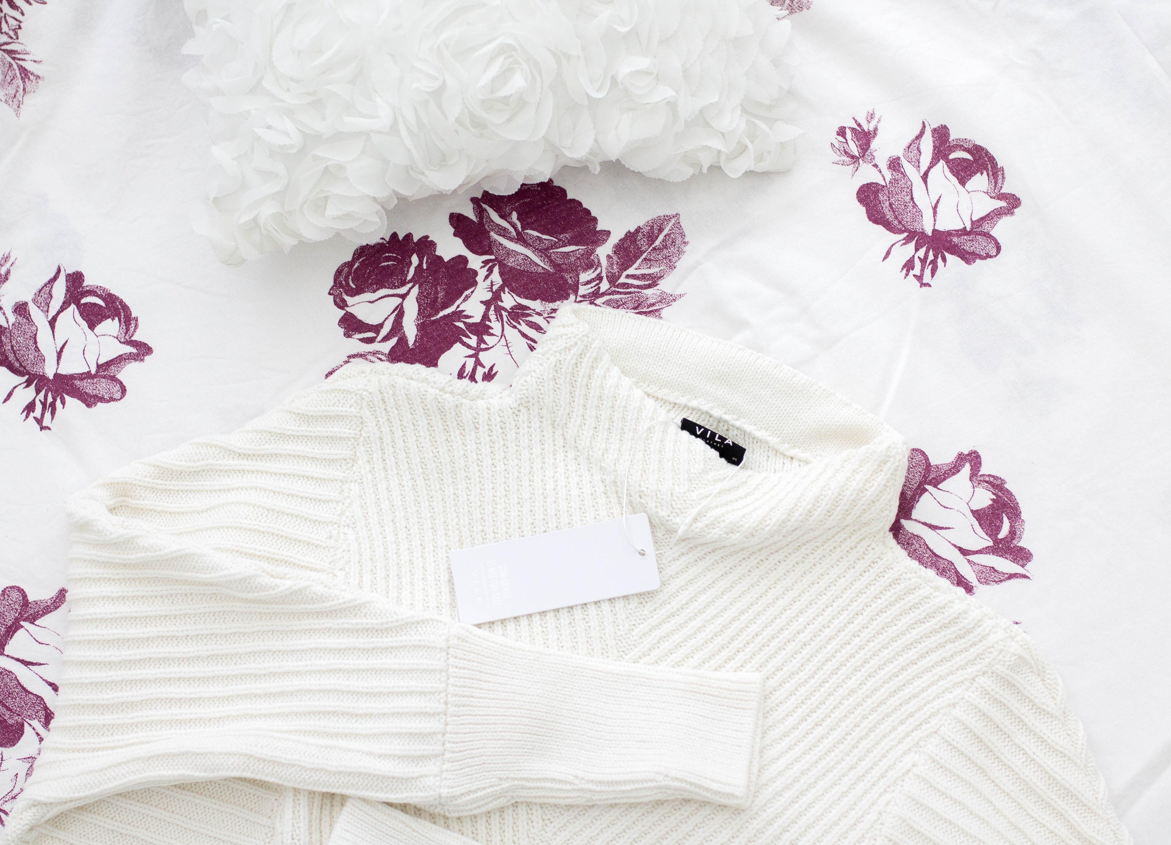valkoinen neule