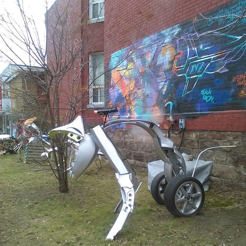 Front yard robot, Kensington Market #toronto #kensingtonmarket #sculpture #robot #latergram
