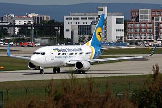 Ukraine International Airlines - UIA Boeing 737-528 UR-GAT