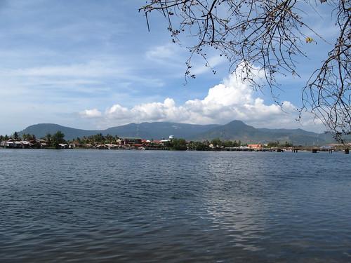 Kampot, sa rivière et ses montagnes
