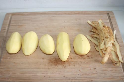 29 - Kartoffeln schälen / Peel potatoes