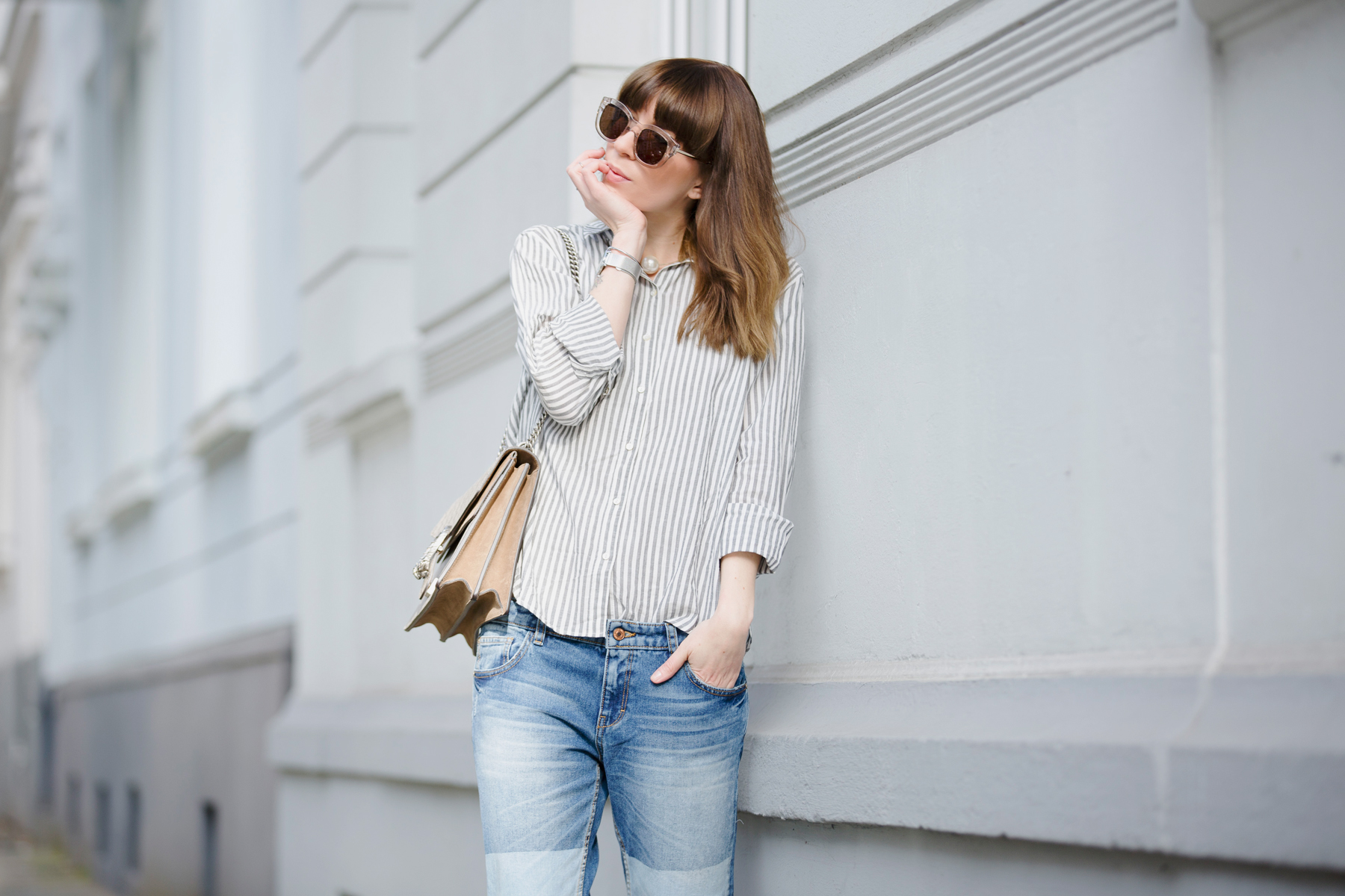 francaise striped shirt parisienne style bangs brunette jeans chanel lookalike heine pumps chic luxury gucci dionysus bag sun spring outfit ootd look le specs fashionblogger ricarda schernus cats & dogs blog 1