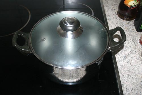 21 - Wasser für Spargel aufsetzen / Bring water for asparagus to a boil