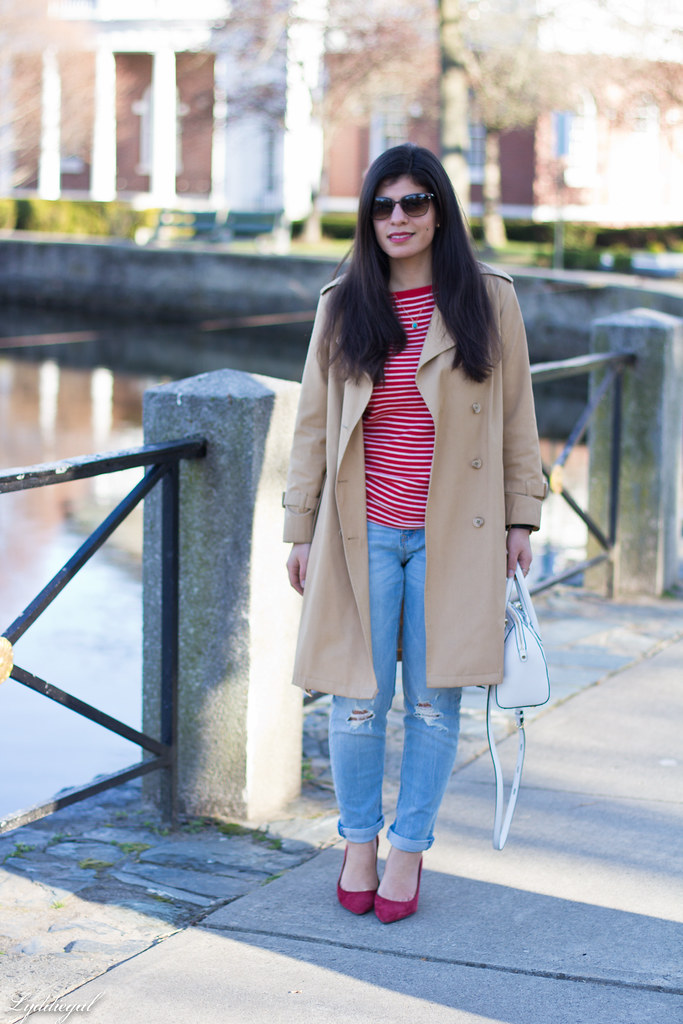 red striped tee, trench coat, boyfriend jeans, red pumps.jpg