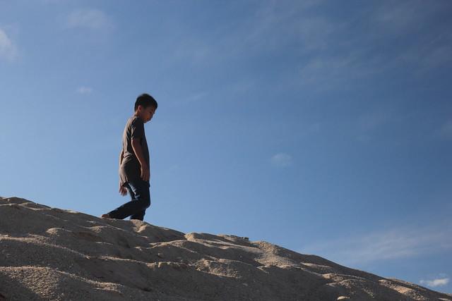 abang long menuruni bukit pasir dune