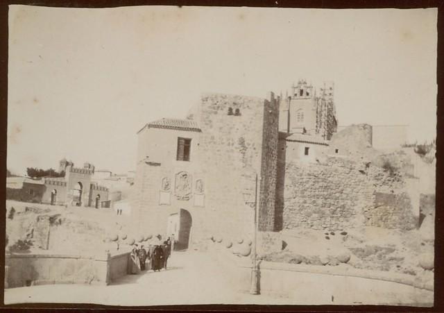 Puente y Puerta de San Martín en Toledo hacia 1909